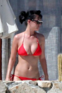 British comedian Russell Brand may have been too dumb to hang on to her, but Katy Perry can come my way any day (Werydo.com)
