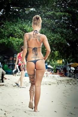Looks like the tattoo artist missed a spot (tattoofunny.com)