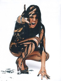 Oh, how I wish I could be that body paint (Pin It)