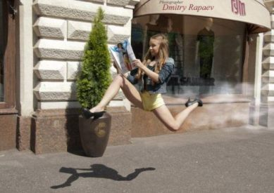 One leggy lady leaping (The Chive)
