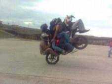 Tough economic times require carpooling... or moto-pooling, I guess (The Chive)