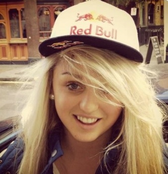 The cute Aimee Fuller is representing Great Britain in the women's slopestyle snowboarding competition.