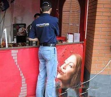 He's the one who should be smiling (Perfectly Timed Photos)