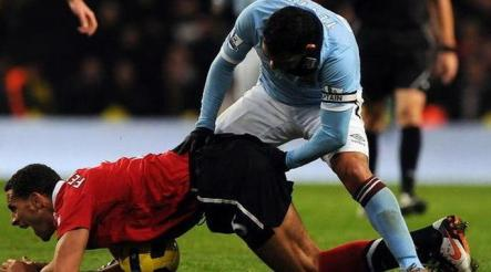 Can a player receive a brown card in soccer? Seems appropriate in this situation (Perfectly Timed Photos)