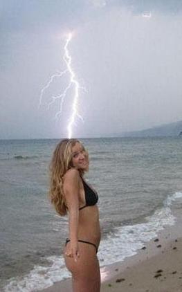 She is quite striking, don't you think? (Perfectly Timed Photos)