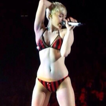 Miley sheds her clothes, only this time it isn't by choice (Twitter)
