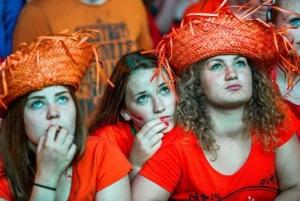 Dutch fans watch as their World Cup hopes fade (Ferdy Damman/Getty Images)
